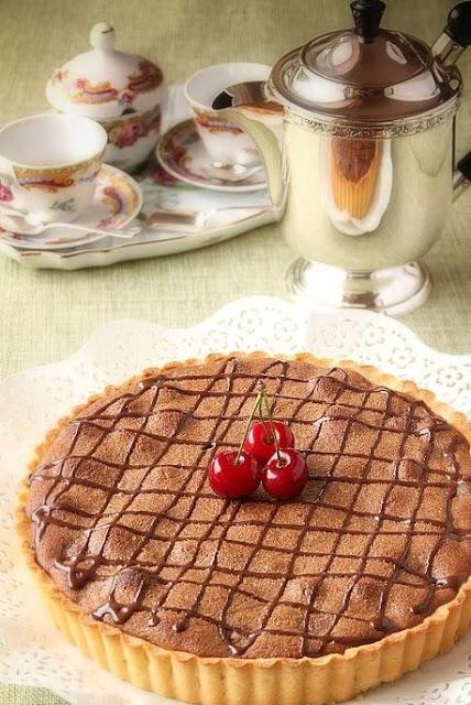 Crostata frangipane con cioccolato e ciliegie