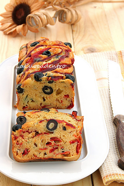 Cake ai peperoni olive e pecorino toscano la cuoca dentro - Torte salate decorate ...