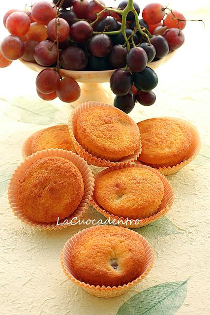 Tortine morbide all'uva rosata